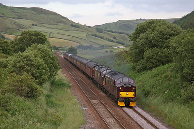 37516 & 37669 approach Copy Pit summit with West Coasts' 1Z17 17.15  Scarborough-Carnforth 'Scarborough Spa Express' - 22/06/17.