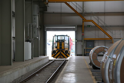 01567 / 08774 at the entrance to the Automotive Steel Storage Terminal for the 11.00 round trip - 21/07/18