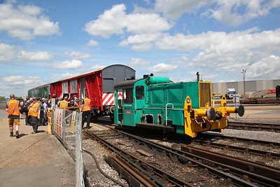 323539, Eastleigh Works, ready to depart on the 14.00 shuttle as the punters board - 02/06/18