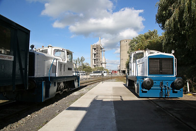 GECT 5396/1975 (No.10 'WINSTON) in between public rides inside Ribblesdale Cement Works & GECT 5401/1975 (No.9 'CHUGCHUG') on display - 30/09/18