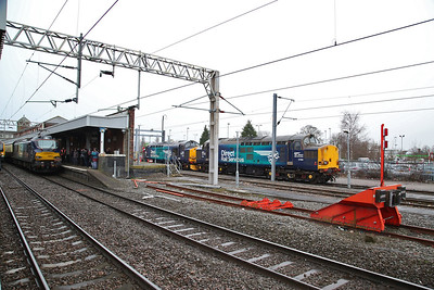 88001, Nuneaton, 1Z05 ..... 37069 & 37609 stabled in the siding to work the return leg - 10/02/18