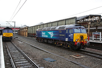 66428, Crewe, 1Z05 ........ 57304 is about to back onto the other end - 10/02/18
