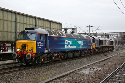 57304 & 66428, Crewe, being split before being coupled to each end of 1Z05 - 10/02/18