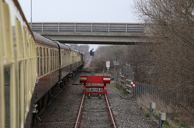 66111 heads onto the single line North of Aylesbury, 1Z17 - 17/03/18
