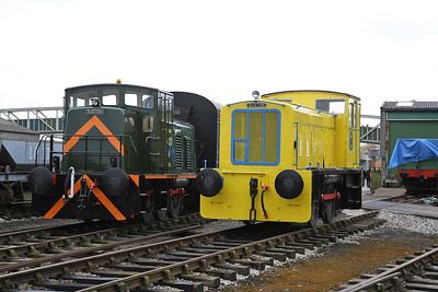 R&H 459518/1961 (01585 - MOD 423) & RH 425477/1959, on display, Buckinghamshire Railway Centre, Quainton Road - 17/03/18
