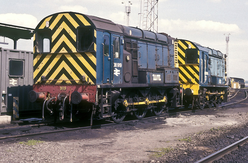 08919 still has all the hallmarks of being a Tyseley loco as it sits in the company of 08389 at Tinsley on 26 May 1986