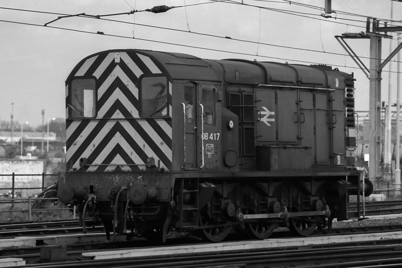 08417 clanks its way through Stratford on 16 May 1986