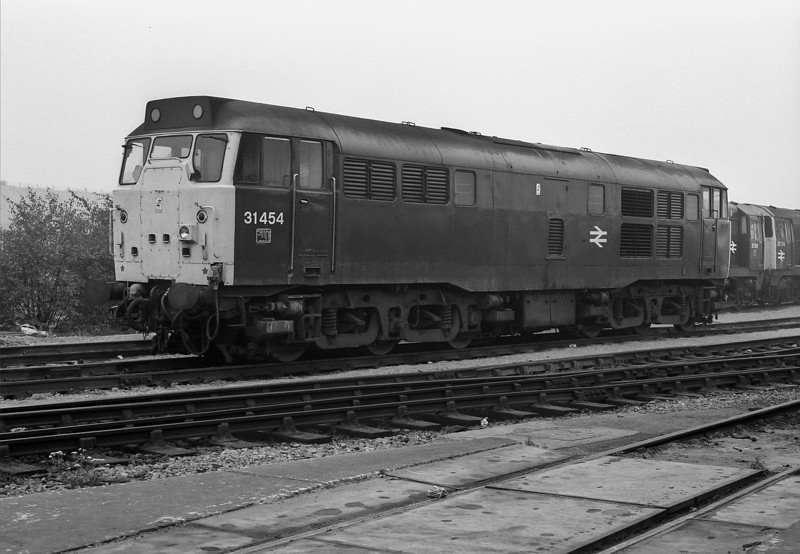 31454 waits its next duty at Tinsley depot on 29 September 1985