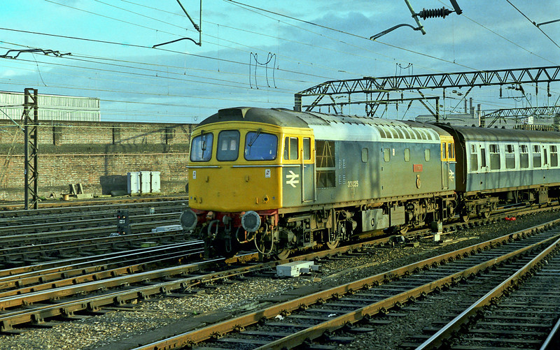 33025 'Sultan' pulls into Crewe on a sunny evening of 25 November 1982 with a service from Cardiff just two days after being photographed at Fareham!