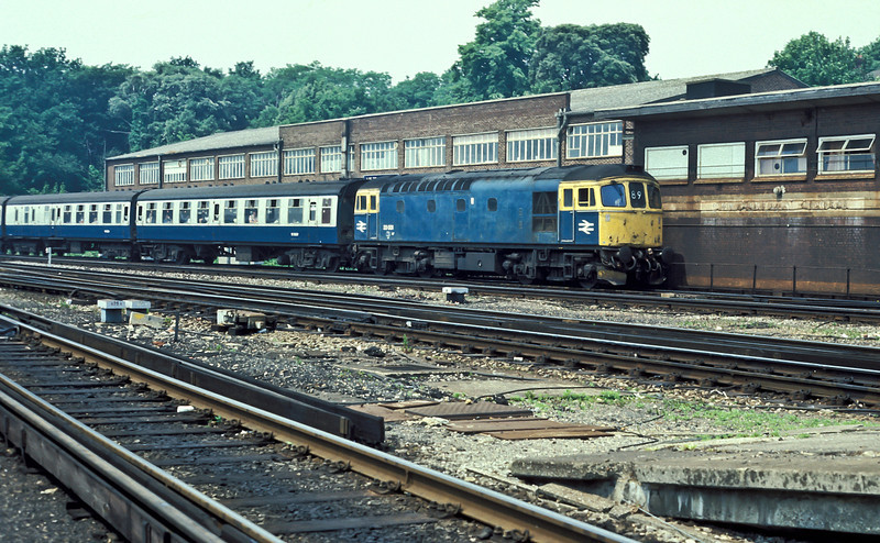 In the halcyon days of Cromptons on the Portsmouth to Cardiff services 33001 enters Southampton Central (past the disused signal box) on 28 June 1986 heading toward Portsmouth