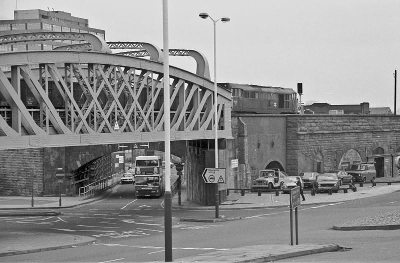 31232 runs through Gateshead with a train of 21 ton mineral wagons on 19 August 1987