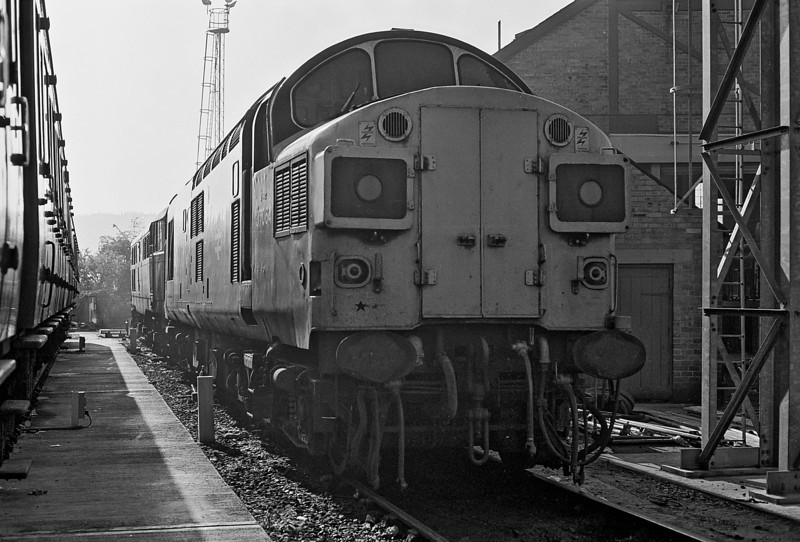 37064 sits at the rear of the depot at Bristol Bath Road on 20 September 1986