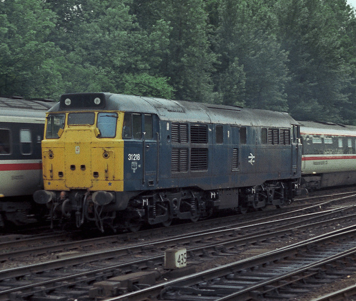 31218 is at York on 11 June 1985 as a London-bound HST passes behind