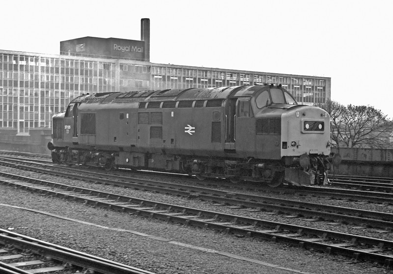In front of the familiar Post Office building 37135 passes Bristol Temple Meads as it runs onto Bath Road depot on 1 May 1983