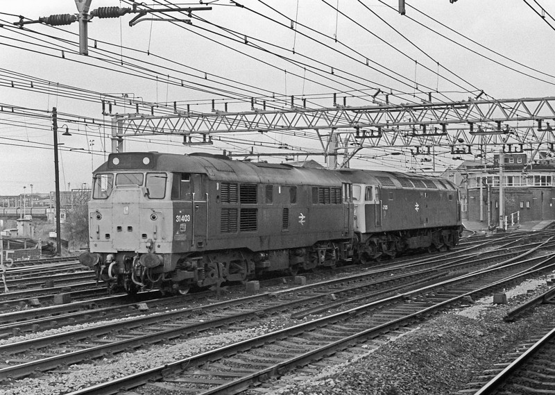 31403 drags a dead 47525 through Stratford on 1 March 1984