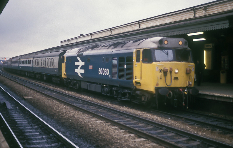 50030 pulls into Reading with an up service on 30 March 1986