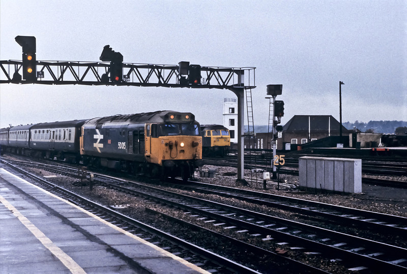 50015 runs into Reading with an up express on 22 October 1982