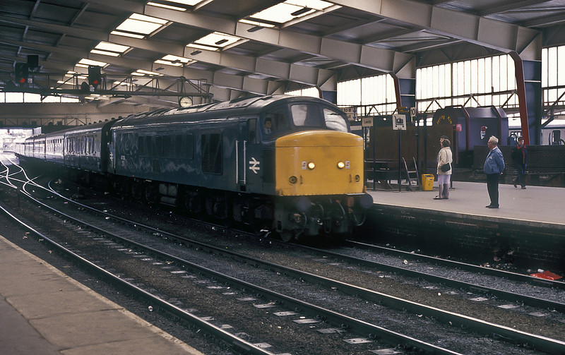 45122 runs into Leeds with a passenger service on 26 May 1986