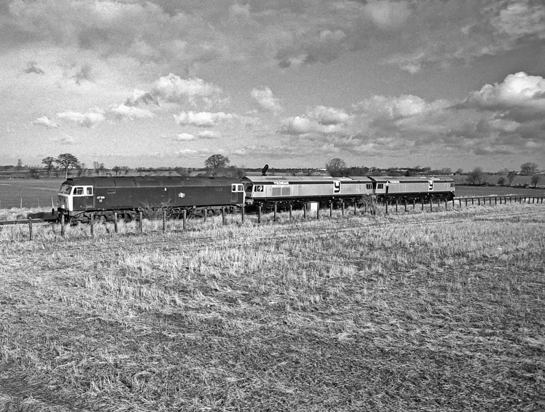 47159 leaves Westbury with the first two Class 59 locos which were tripped down to Merehead in pairs on 24 January 1986