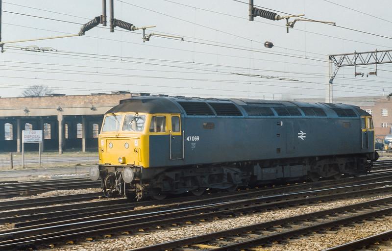 47069 runs into Stafford on 5 February 1985