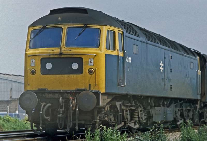 47144 passes Hilsea on its way to Portsmouth Harbour on 11 July 1980