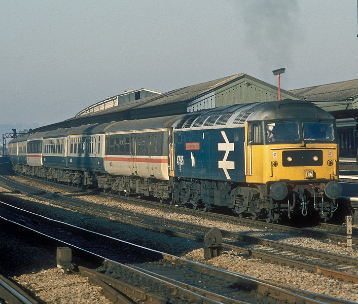 47595 'Confederation of British Industry' starts away from Reading with an inter-regional service bound for Paddington on 16 October 1986