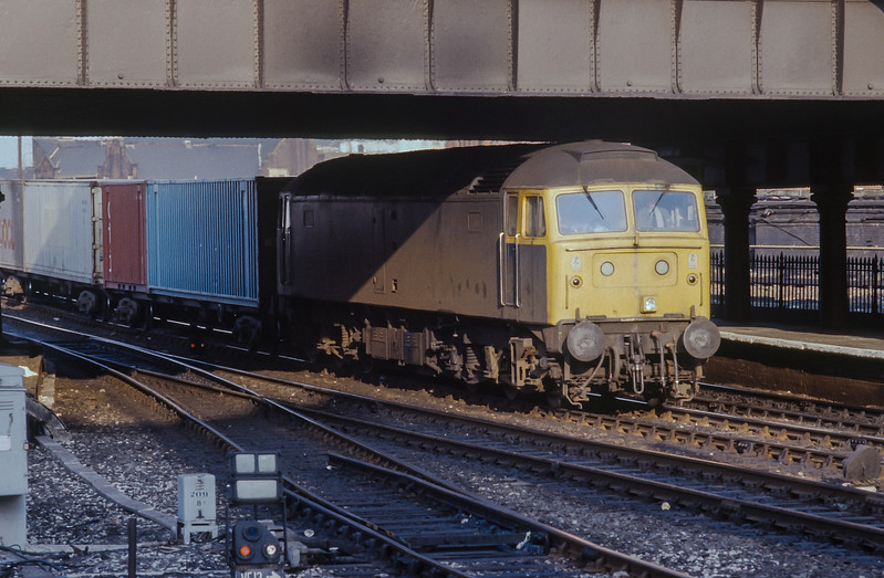 Non-boiler fitted 47317 blasts through Manchester Victoria with a freightliner service on 19 March 1985