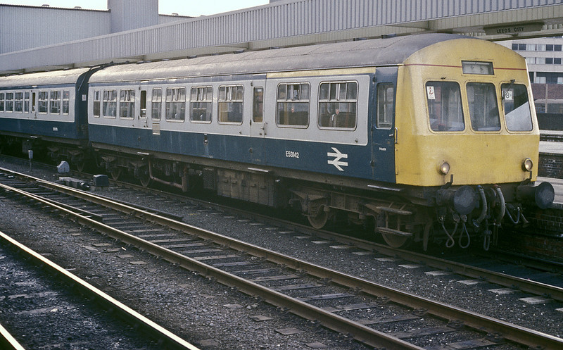 E53142 heads up a Class 101 set at Leeds on 26 May 1986