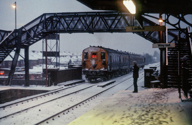 An unidentified Class 205 leaves Portchester (with an unusually heavy snowfall having covered everything!) in February 1982