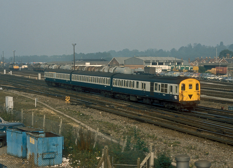 'Hampshire' unit 205030 approaches Eastleigh on 13 October 1986 with a service from Reading