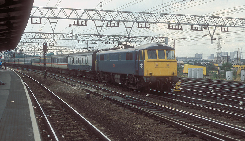 86222 rushes a Norwich service through Stratford on 4 August 1986