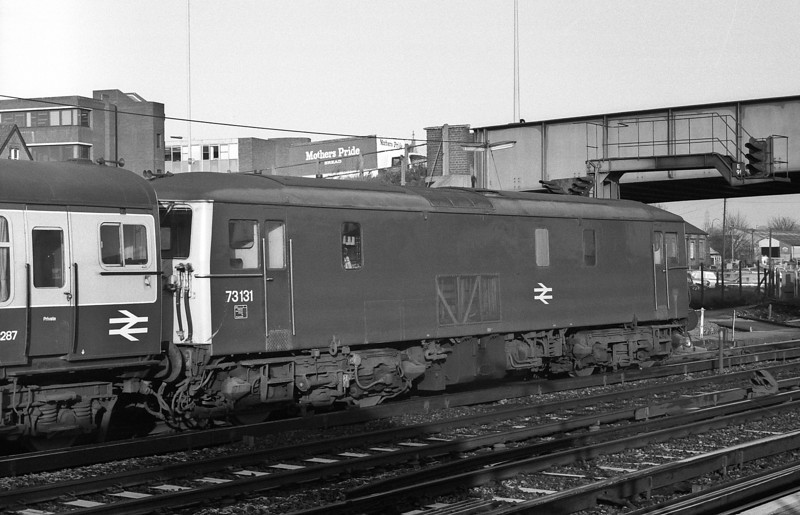 73131 pauses at Eastleigh early on 30 November 1982 with the frost still visible on the sleepers