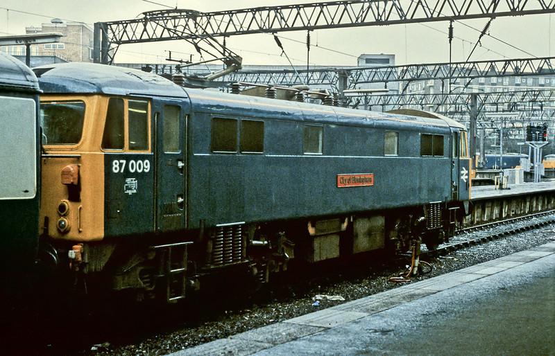 87009 sits at the head of its train at Euston on 14 November 1982
