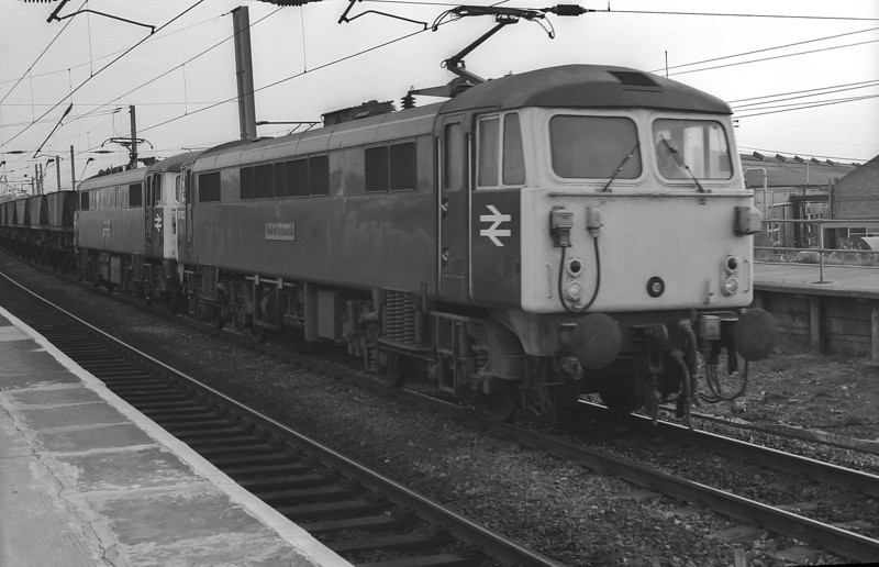 The only time I ever saw a pair of 87's on a coal train! Although not unknown in pairs on steel coil trains I was caught unawares as 87027 and 87031 ran into Warrington Bank Quay on 30 September 1985