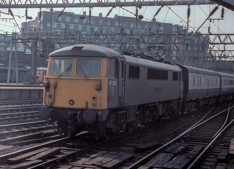 87022  Euston 15 April 1982