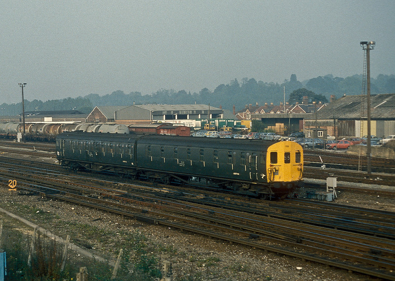 Although the unit is actually in olive green it belongs in the 'Blue Years' - de-icing unit 019 returns to Eastleigh following the regular stores run to Wimbledon on 13 October 1986