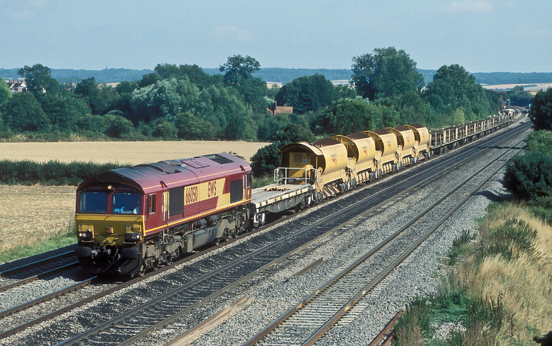 66050 heads 6V27 towards Didcot seen passing Cholsey on 3 August 2006