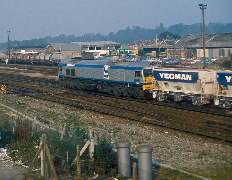 59001 leaves Eastleigh and heads to the 'branch' with the return empties from Botley on 13 October 1986