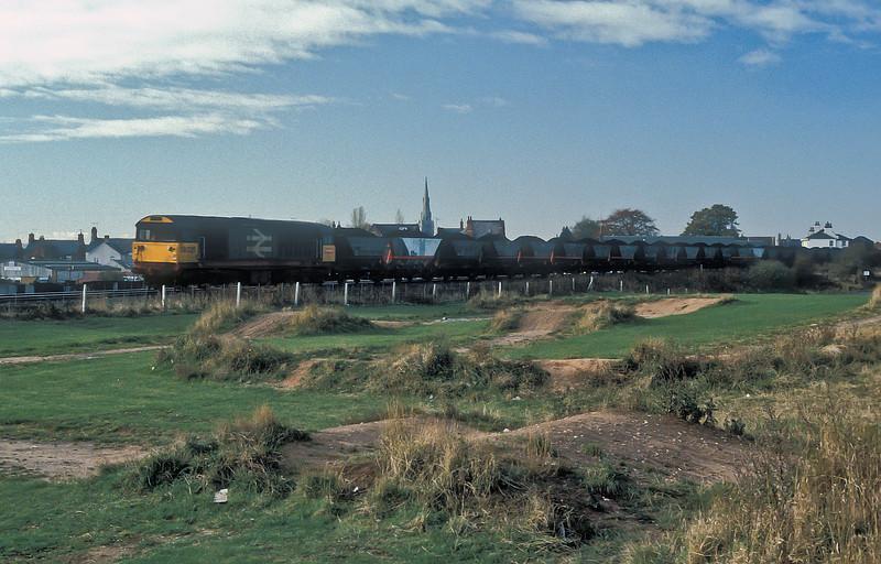 58025 runs through Worksop with a coal service on 11 November 1985