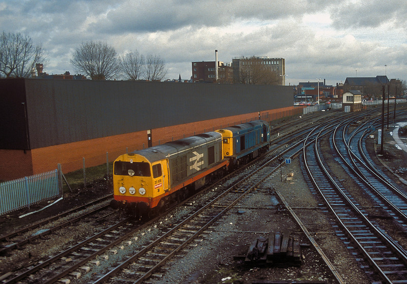 20108 and 20149 run light engines through Warrington on 18 November 1986