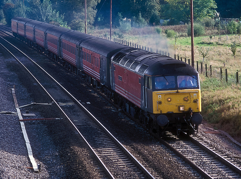A Virgin cross-country service heads through Lower Basildon behind 47822  on 12 October 2001