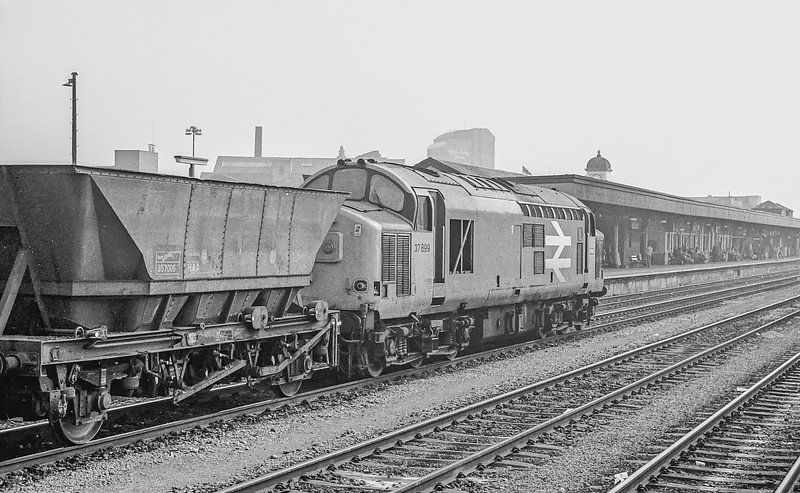 37899 Cardiff Central 27 April 1987