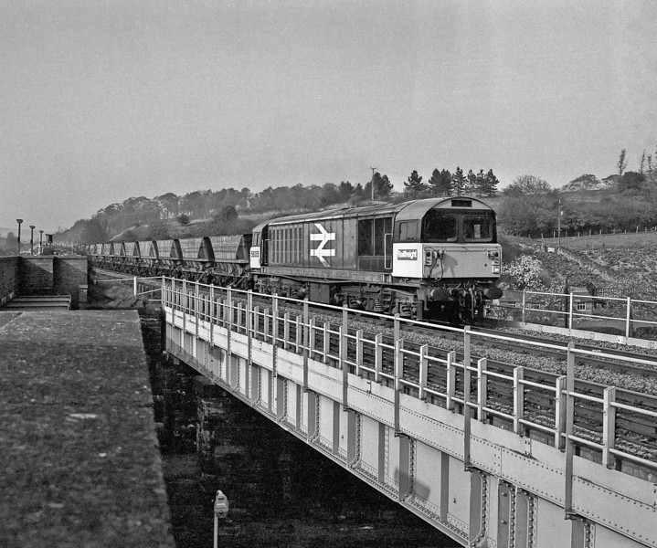 58005 runs south through Chesterfield with a coal train on 28 April 1987