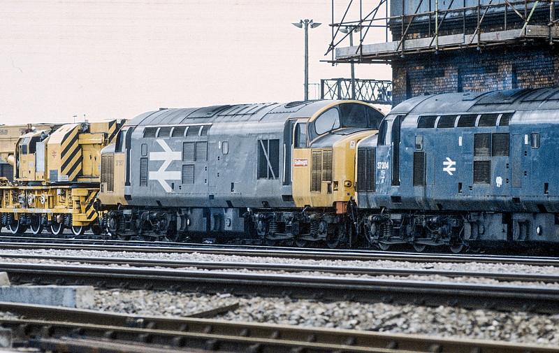 37507 + 37304 Cardiff Canton 10 June 1986