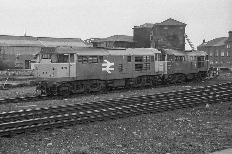 31196 + 31305 Gateshead 19 August 1987