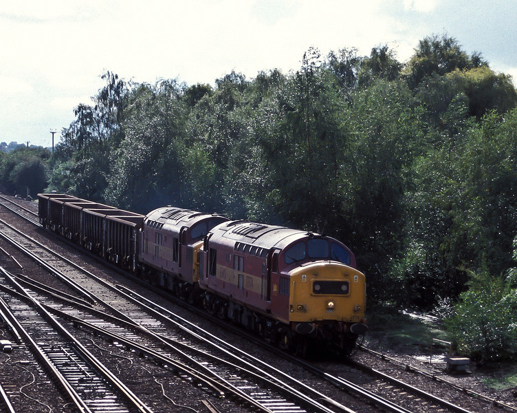 37174 and 37109 pass Worting Junction with 7Y40, the Eastleigh to Hoo Junction, on 20 August 2004