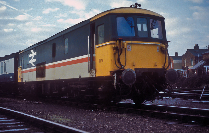 73127 sits at the head of the afternoon van train in Fratton Yard on 17 November 1985