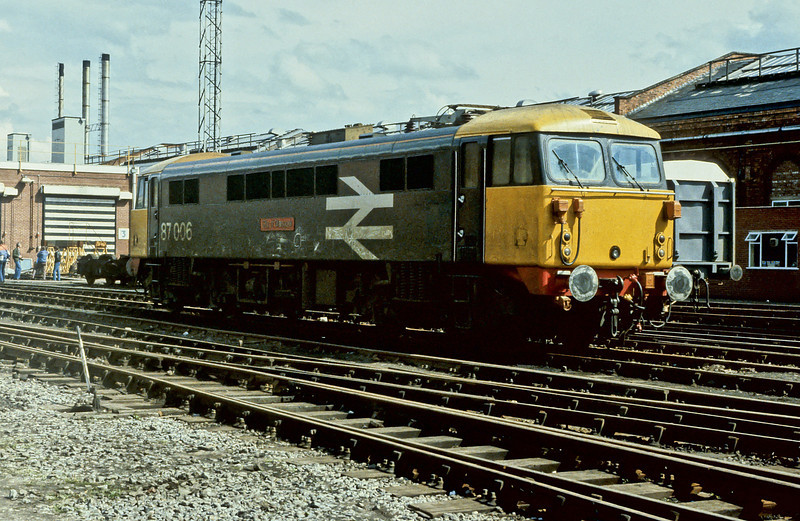 87006 in a short-lived (and filthy) livery variation at Crewe Works on 2 June 1984