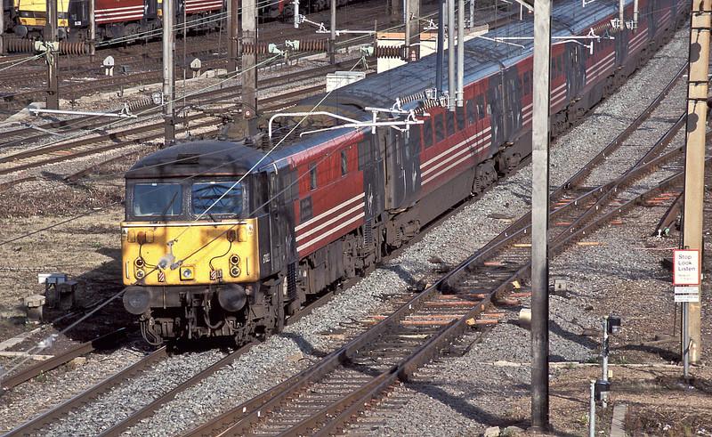 87022 hammers through Willesden on 23 August 2004