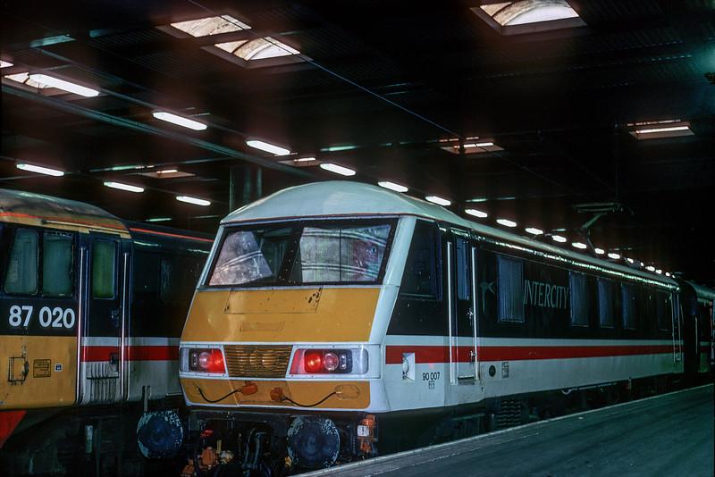90007 Euston 26 January 1989